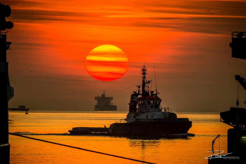 Haven Rotterdam onderdaande zon-11